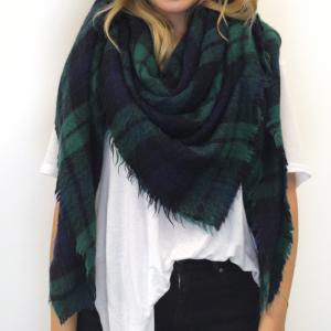 4-ways-to-wear-a-blanket scarf